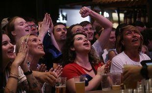 Le match France-Croatie a été suivie par des téléspectateurs dans le monde entier, comme ici à Moscou.
