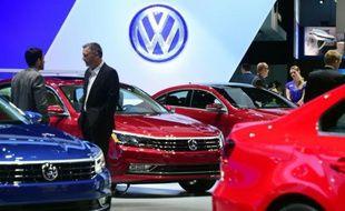 De nouveaux modèles Volkswagen exposés au Salon Auto de Los Angeles, le 18 novembre 2015