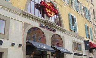 Marseille 24 NOVEMBRE 2014 La collection d'objets culte du Hard Rock CafÈ