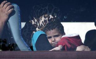 Des réfugiés syriens sauvés au large des côtes de Chypre en route vers Nicosie le 26 septembre 2014