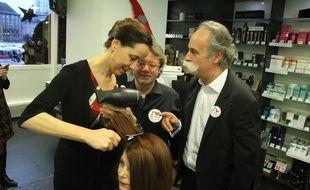 A l'instar de la sénatrice bas-rhinoise Fabienne Keller (LR), les élus s'improvisent coiffeurs contre la loi Macron 2.