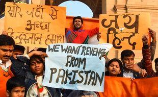 Des Indiens manifestent contre le Pakistan à New Delhi, après un attentat-suicide au Cachemire indien le 14 février 2019.