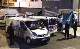 Des policiers travaillent sur le lieu d'une fusillade mortelle dans le quartier de Lemasson, à Montpellier, dans la nuit du 23 au 24 août 2014