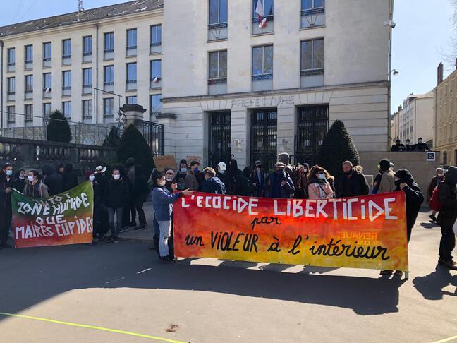 Un rassemblement en soutien à la ZAD du Carnet a eu lieu à Nantes, ce mardi midi