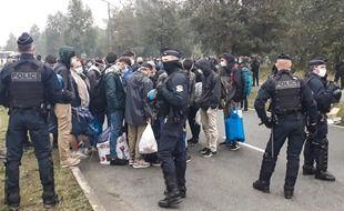 Les policiers ont évacué 800 migrants ce mardi matin à Calais