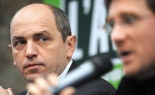 Pierre Larrouturou, économiste, le 21 janvier 2010 à Paris, lors de la présentation des résultats d'une étude sur la conversion écologique de l'économie en Ile-de-France.