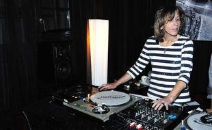 Pascale Clark en DJ. Pour de vrai cette fois, en 2010, à l'Hôtel Kube.