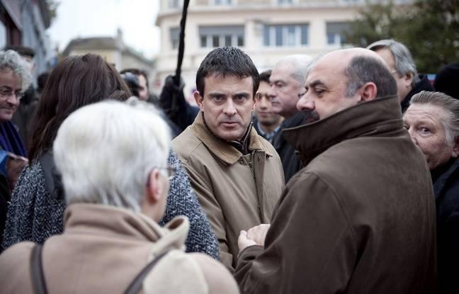 Manuel Valls au marché d'Evry en 2010.