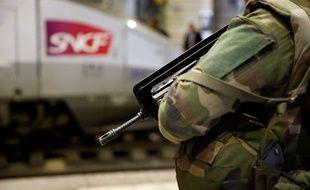 Les militaires de l'opération Sentinelle en patrouille dans les gares.