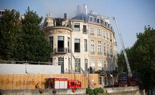 L'hôtel particulier Lambert a pris feu à 1h30 du matin le 10 juillet 2013.