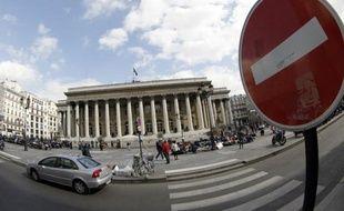 La Bourse de Paris creusait ses pertes mercredi après-midi (-1,07%), au point d'atteindre son plus bas niveau de l'année en séance, dans un marché toujours angoissé par l'instabilité politique en Grèce.