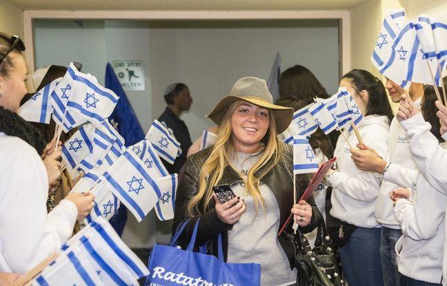 Le 8/12/2015, une Française arrive à l'aéroport  Ben Gurion pour faire son Alyah.