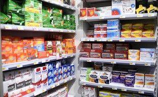 Des vitamines dans une pharmacie de Paris, le 27 novembre 2017.
