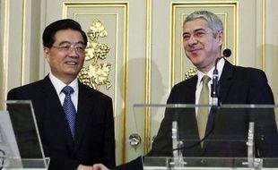 """Le président chinois Hu Jintao a promis son """"soutien"""" au Portugal pour l'aider à sortir de la crise, sans toutefois prendre aucun engagement financier, ni en matière d'investissements économiques, ni sur la question d'un éventuel achat de dette."""