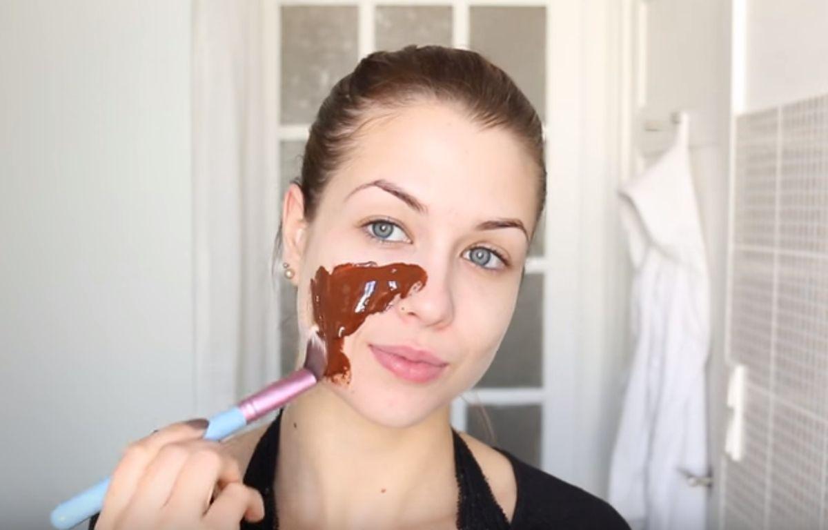 Image extraite de la vidéo «[ DIY n°8 ] : 4 Masques visage maison». – EnjoyPhoenix