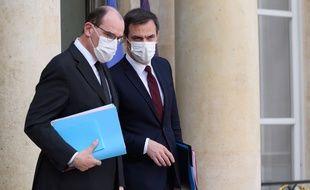 Jean Castex et Olivier Véran, dans la cour de l'Elysée le 3 mars 2021.