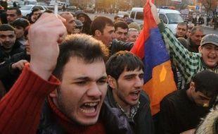 Près de 5.000 manifestants se sont réunis mercredi dans la capitale arménienne, Erevan, pour protester contre la victoire à la présidentielle du chef de l'Etat sortant Serge Sarkissian, a constaté une journaliste de l'AFP.
