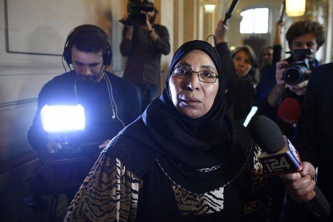 Zoulikha Aziri, mère de Mohamed Merah, reconnait la culpabilité de son fils mais clame l'innocence de son aîné, accusé de complicité.