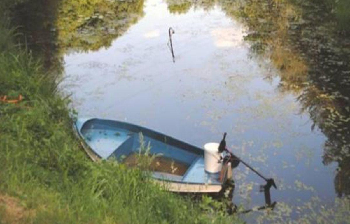 L'ado de 16 ans s'est mis en tête de vider cet étang pour retrouver son téléphone portable. – Photo Polizei Meppen