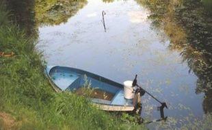 L'ado de 16 ans s'est mis en tête de vider cet étang pour retrouver son téléphone portable.