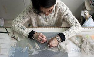 Les petites mains de la maison Hurel brodent pour les plus grandes marques de luxe.