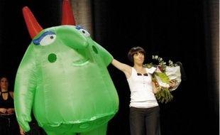 Florence Foresti (ici avec la mascotte de Juste pour rire) a parrainé le festival en 2008.