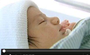 Le bébé né dans une voiture en Suède a réchappé aux tonneaux.