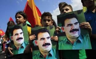 Les services secrets turcs sont en cours de négociation avec le chef emprisonné des rebelles kurdes du Parti des Travailleurs du Kurdistan (PKK), Abdullah Öcalan, avec pour objectif le désarmement de l'organisation, a rapporté lundi le quotidien Hürriyet.