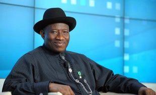 Le président nigérian Goodluck Jonathan a ordonné l'ouverture d'une enquête après la mort de 187 personnes dans des affrontements entre armée et islamistes dans une ville du Nord, toujours bouclée mardi quatre jours après le bain de sang.
