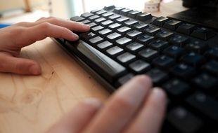 La loi Avia contre la haine en ligne a été très largement censurée par le Conseil constitutionnel (illustration).