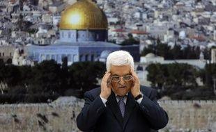 Le président de l'Autorité palestinienne Mahmoud Abbas prie en souvenir des tués lors de la guerre entre Hamas et Israël, le 26 août 2014 avant une conférence de presse à Ramallah