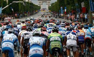 Arrivée sur les Champs-Elysées pour le Tour de France 2007.
