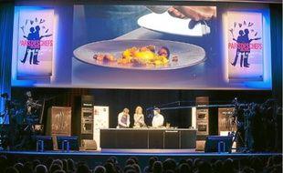 Hier, le chef Bertrand Grébaut et le graphiste Thomas Jumin ont élaboré trois assiettes.