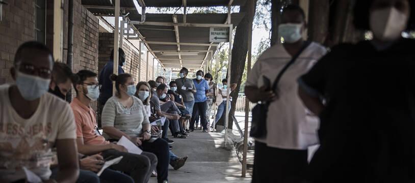 File d'attente en Afrique du Sud pour se faire vacciner, illustration