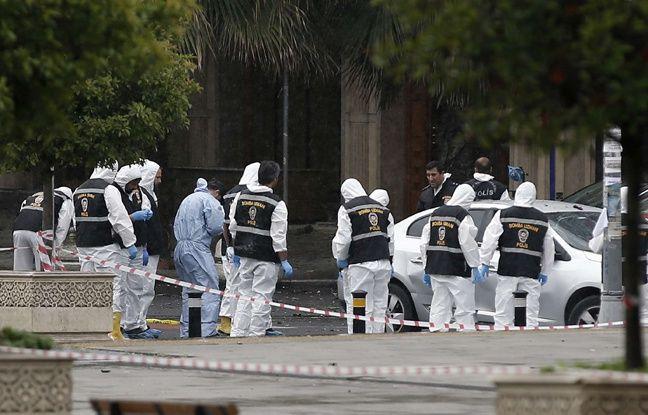 Les agents médico-légaux de la police turque travaillent près de la scène d' une explosion après une explosion à Istanbul , le mardi 7 juin, 2016.