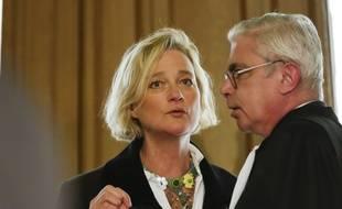 Delphine Boël affirme être la fille biologique de l'ancien roi belge, Albert II. Ici, avec son avocat, Alain de Jonge, à la cour d'appel de Bruxelles.