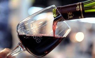 Mais si l'Europe frissonne ponctuellement, le monde des vins et spiritueux porte plutôt un toast à une consommation mondiale qui reprend avec 2,6 milliards de caisses (12 bouteilles) en 2011, soit + 2,83 % sur quatre ans, et qui malgré les crises devrait passer à + 5,31% d'ici 2016.