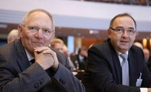 Le ministre des Finances du Land allemand de Rhénanie du Nord-Westphalie, Norbert Walter-Borjans, s'est dit prêt à acheter d'autres CD contenant les noms d'Allemands censés avoir fraudé le fisc via des banques en Suisse, dans une interview publiée dimanche.