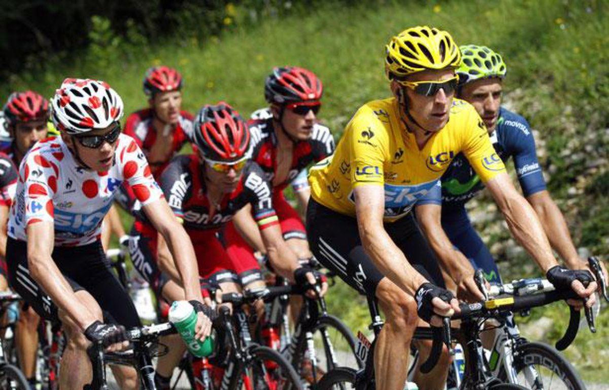 Les coureurs du Tour de France le 8 juillet 2012 lors de la 8e étape entre Belfort et Porrentruy. – B.Cristel/REUTERS