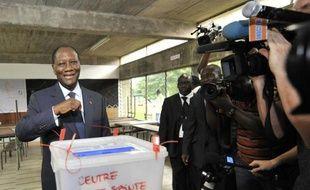 Le parti du président ivoirien Alassane Ouattara a obtenu la majorité des sièges aux législatives du 11 décembre, boycottées par le camp de l'ancien chef d'Etat Laurent Gbagbo après la crise meurtrière de 2010-2011, a annoncé vendredi la commission électorale.