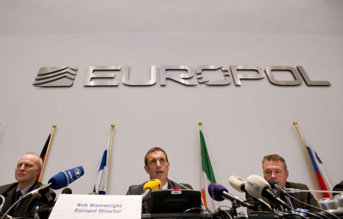 Rob Wainright, au centre, directeur de l'Office européen de police Europol. – R.VAN LONKHUIJSEN / ANP / AFP