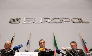 Rob Wainright, au centre, directeur de l'Office européen de police Europol.