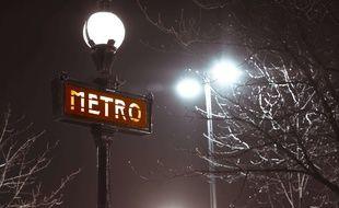 Un homme a agressé et poignardé gratuitement plusieurs personnes dans le métro parisien. (Illustration)
