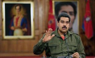 Le président vénézuélien Nicolas Maduro a promulgué samedi la loi sur le contrôle des armes qui condamne notamment le port de celles-ci à 20 ans de prison dans un pays qui affiche le taux le plus élevé d'homicides d'Amérique du Sud.