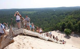 Cet été, il faudra grimper la Dune du Pilat en respectant le « mètre barrière ».