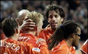 L'Argentine, éliminée au 1er tour en 2002, et les Pays-Bas, qui ne s'étaient même pas qualifiés pour la dernière édition, débutent leur reconquête de la planète football dans le groupe C, le plus relevé de la Coupe du monde 2006 avec la Côte d'Ivoire et la Serbie-Monténégro.