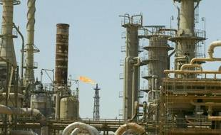 (FILES) - A file picture taken on May 25, 2003 shows a general view of Iraq's largest refinery complex in the northern town of Baiji. Iraqi pro-government forces broke the siege of the country's main oil refinery on Novebmer 15, 2014, where security forces had held out for months against the Islamic State jihadist group, officials said. AFP PHOTO/KARIM SAHIB