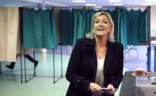 Marine Le Pen lors du second tour des élections départementales à Hénin-Beaumont, le dimanche 29 mars 2015.