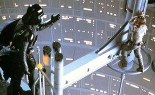Scène de l'épisode V de Star Wars lors d elaquelle Dark Vador coupe la main de son fils Luke Skywalker