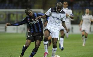 Le défenseur français de Tottenham, William Gallas (en blanc), lors d'un match de Ligue des champions contre l'Inter Milan, le 21 octobre 2010.